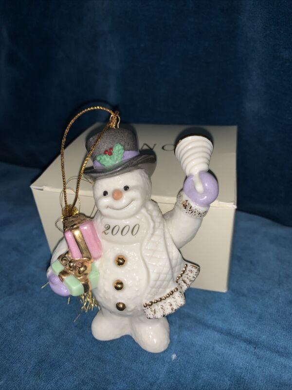 Lenox Porcelain 2000 Snowman Bell & Gift Ornament Figurine Ivory 24k Gold #114
