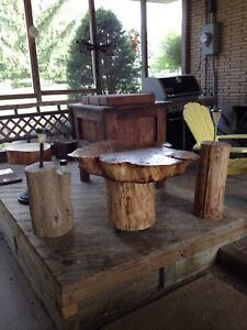 OUTDOOR TABLES, STUMPS WITH SOLAR LIGHTS AND COOLER