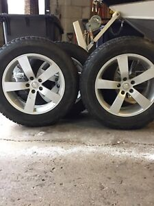 235/65/18. Bridgestone Blizzak Winter Tires/Rims