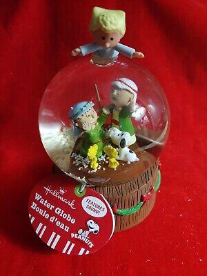 SNOOPY PEANUTS CHARLIE BROWN HALLMARK CHRISTMAS Singing Snowglobe