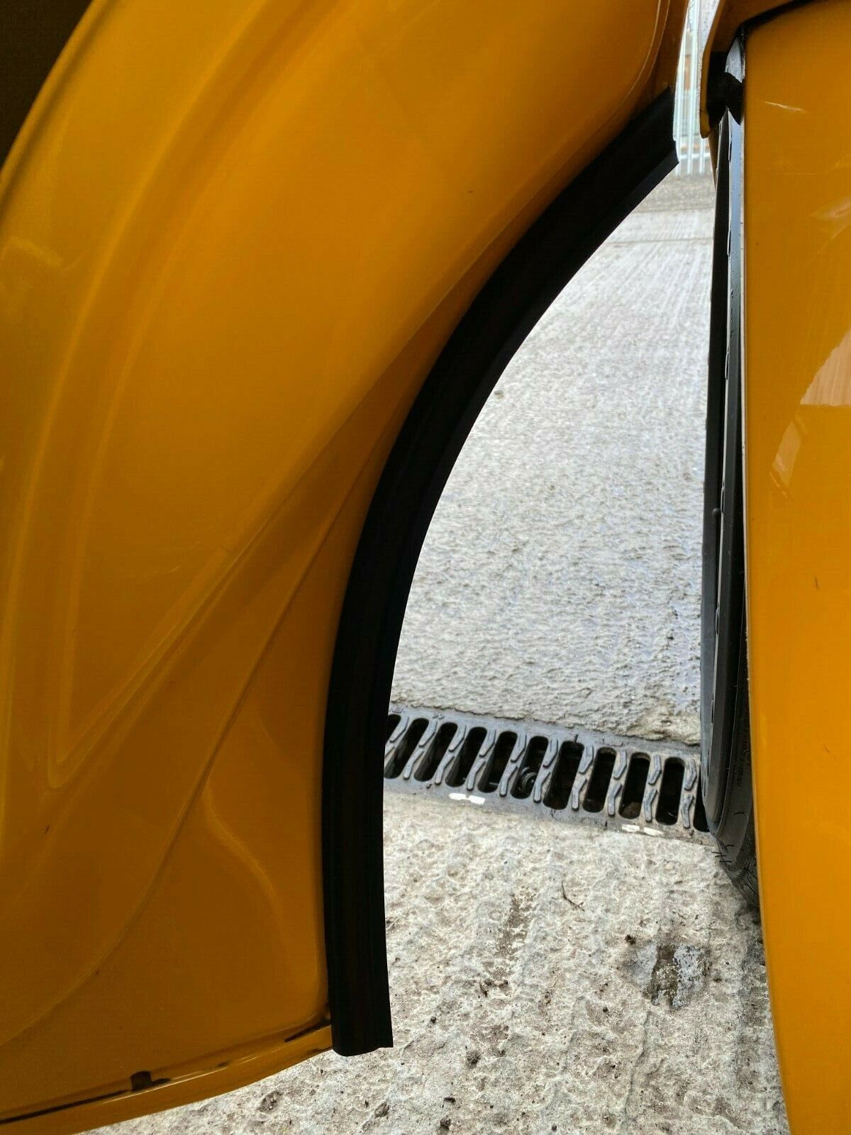 Car Parts - Genuine Vw T5 Transporter Passenger Front Door/Wheel Arch Seal Rubber With Clips