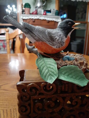 Lenox American Robin fine porcelain bird w/ nest/eggs. 1989