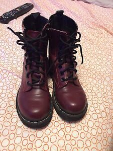 Soda boots size 5.5