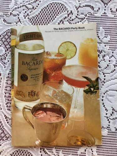Vintage 1973 BACARDI PARTY BOOK RECIPES Drinks Punches BROCHURE GUIDE BOOKLET
