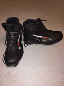 Men's size 9 Cross country ski boots