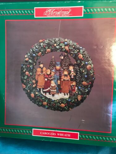 Christmas Around The World Carolers Wreath-Mint In Box