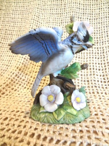Vintage ROYAL CROWN Porcelain Blue Jay Bird Figurine 48537 Very Good Condition
