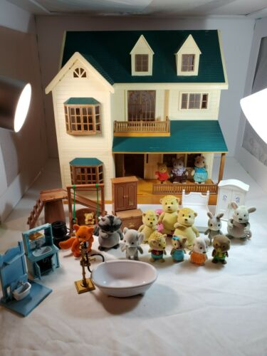 EPOCH CALICO/SYLVANIAN FAMILIES DELUXE MANOR GREEN HILL HOUSE WITH ACCESSORIES