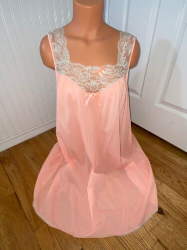 VAL MODE ~ VTG ~ BABY DOLL ~ SHORT GOWN/NIGHTGOWN ~ MANGO NYLON Ecru Lace ~ L/46