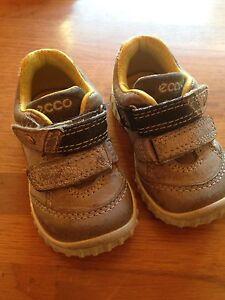 Ecco quality sneakers size 4