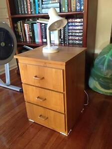 Wood grain finish bedside table (or office drawers) Hampton Bayside Area Preview