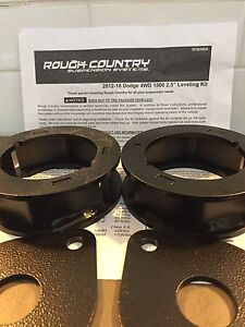 "2.5"" Rough Country levelling kit"
