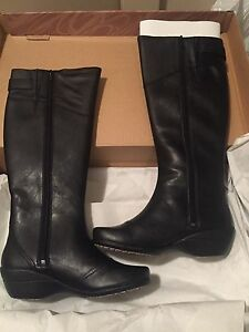 Brand new hush puppies boots size 6