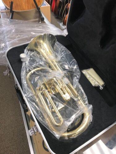 Solo Alto Horn Charcheta gold saxor new in hard case
