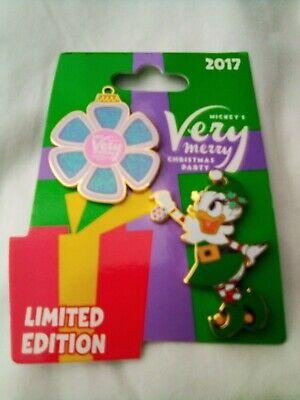 Daisy Duck Mickey's Very Merry Christmas Party 2 Pin Set LE 5300 Disney 2017 ()
