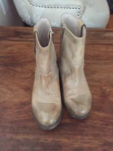 Stylish Spring booties! Size 7