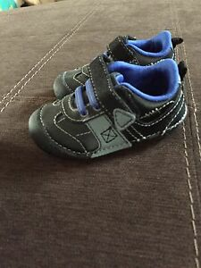 Baby shoes size 4 (St. Thomas)