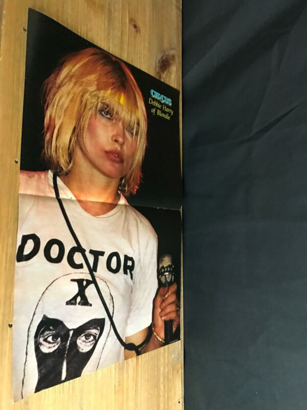 1981 VINTAGE 2PG MAGAZINE POSTER CENTERFOLD OF BLONDIE DEBBIE HARRY DOCTOR X TEE