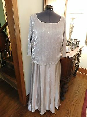 BEAUTIFUL MOTHER OF THE BRIDE SILVER CHARMEUSE GOWN WITH PLEATED TOP SIZE 20W