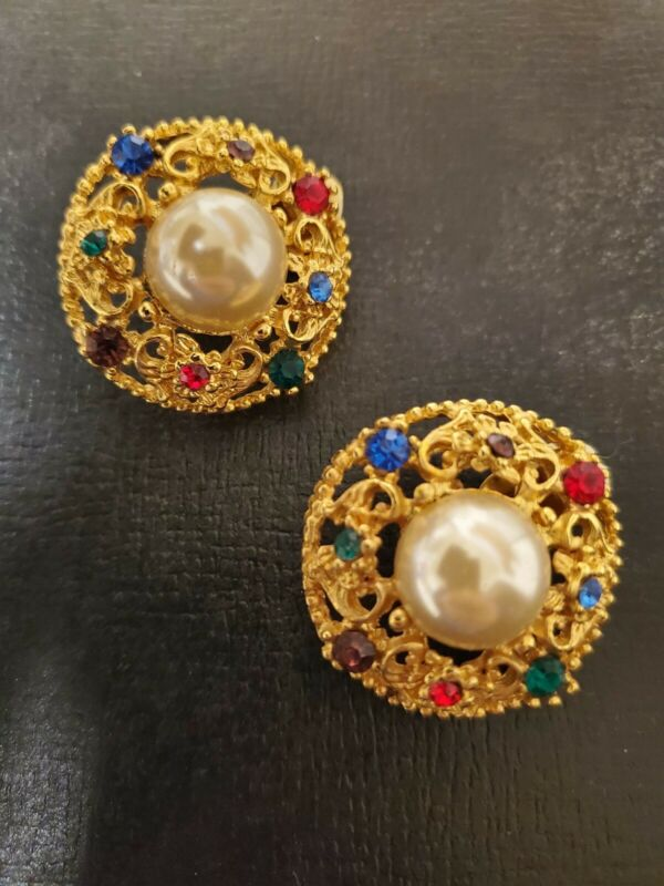 Vintage Gold Tone Fashion Earrings With Fuax Pearls And Colored Stones Clip On