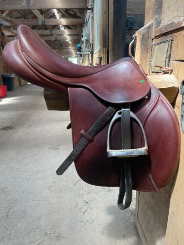 Cognac Brown County Innovation jumping saddle 17.5 tree