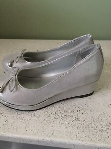 American eagle size 13 girls wedges