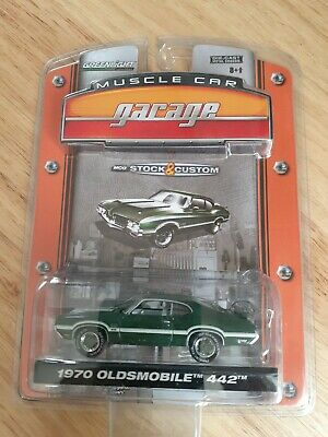Greenlight Muscle Car Garage Stock & Custom Series 2 1970 Oldsmobile 442 Model