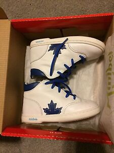 Mini bel blue Maple Leaf shoes sz 24