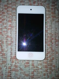 Apple Ipod Touch 8GB Clifton Beach Cairns City Preview