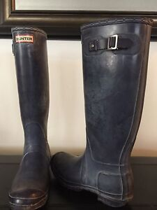 Woman's size 8 tall purple HUNTER boot