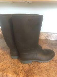 Men rubber boots size 10