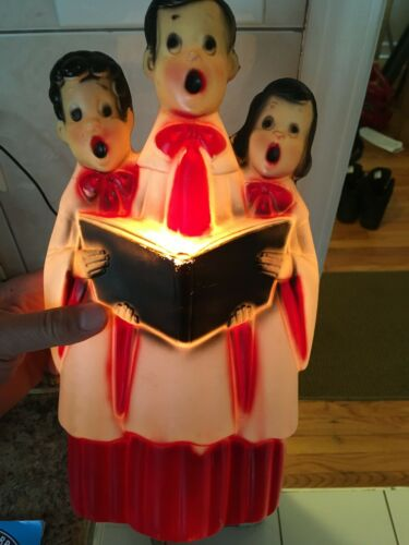 VINTAGE BLOW MOLD 3 CAROLERS SINGING HOLDING HYMNAL CHRISTMAS LIGHT WORKS