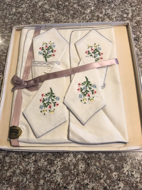 Flowered Imperial Lovely Linen Luncheon Set Unused 8 pc 4 napkins-placemats