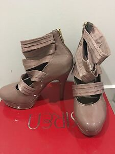 Nude size 7 patent heels Murrumba Downs Pine Rivers Area Preview