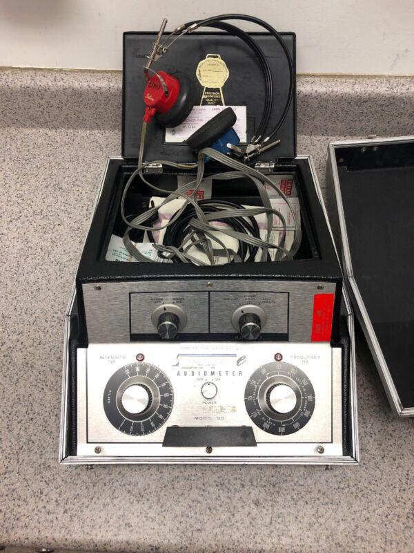 Beltone Model 9D Audiometer Hearing Tester with Headphones