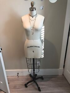 Mannequin. New. Collapsible shoulders. Size 6