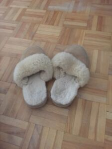 Size 8/9 wool ugg slippers
