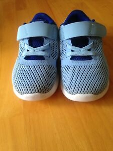 Nike youth running shoes size 10