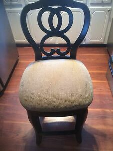 Swivelling  Bar Stool/ Breakfast Nook Stool