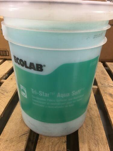 Ecolab 6112081 Tri-Star Aqua Soft Fabric Softener - 5 Gallons