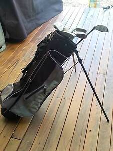 Wilson Junior golf bag with some clubs Tamborine Mountain Ipswich South Preview