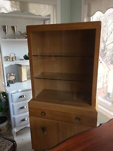KNECHTEL display / hutch
