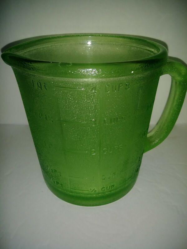 Vintage Hazel Atlas Unsigned 4 Cup 32 Oz Measuring Cup EUC