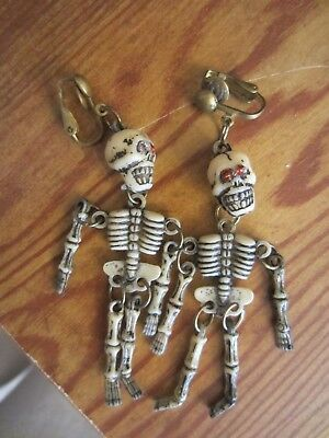 SKELETON RED EYES SUPER COOL THEME HALLOWEEN COSTUME SNAP EARRINGS - UNIQUE