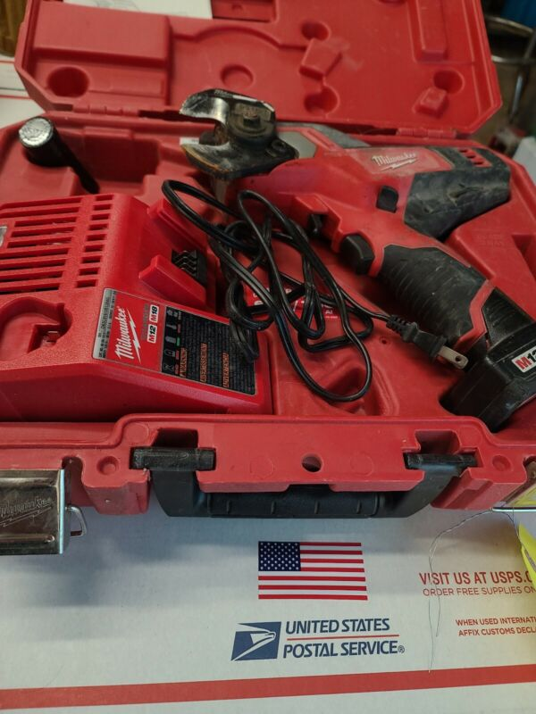 MILWAUKEE 2472-20 M12™ 12V 600 MCM Cordless Cable Cutter w/ battery charger case