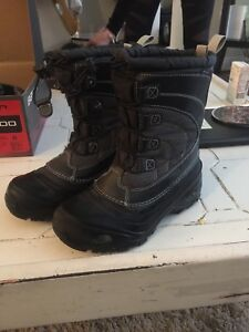 North face boots size 3 boys