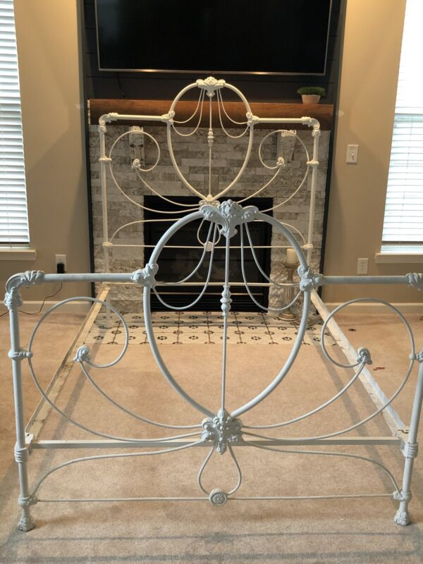 Antique Beautiful Ornate Cast Iron Full Bed (Shabby Chic)