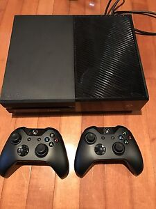 Xbox one 500gb  2 controllers *mint* Stratford Kitchener Area image 1