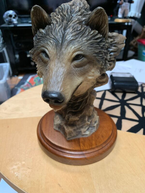 Vintage 1993 wolf sculpture figure #4103 Before The Chase