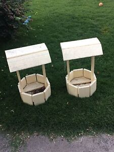 2 Wooden Wishing Well Planters Hughesdale Monash Area Preview